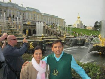 लेनिनग्राड म्हणजे आताचं सेंट पिटर्सबर्ग २०१२ पत्नीसोबत