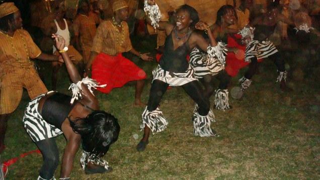 आदिवासी नृत्य १
