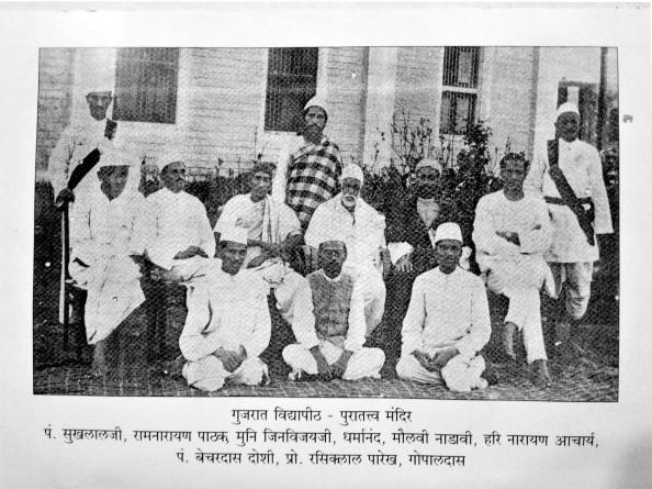 गांधीजींच्या गुजरात विद्यापीठात (१९२३)