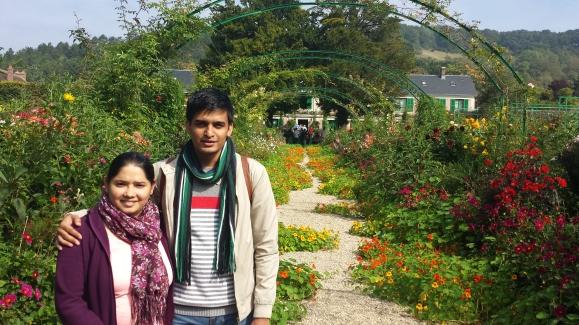 जिवर्नी मधील मोनेच्या घरापुढील बाग