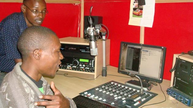 रेडिओ प्रसारण सुरू
